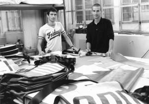 Premiers essais de fabrication des sacs dans leur atelier